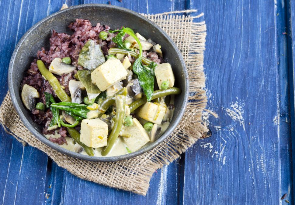 Zeleninové kari stofu, zelenými fazolkami ašpenátem - jak zhubnout vmenopauze