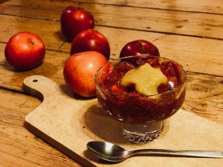 Jablečný dezert s malinami a jablečným pyré_jak zhubnout v menopauze