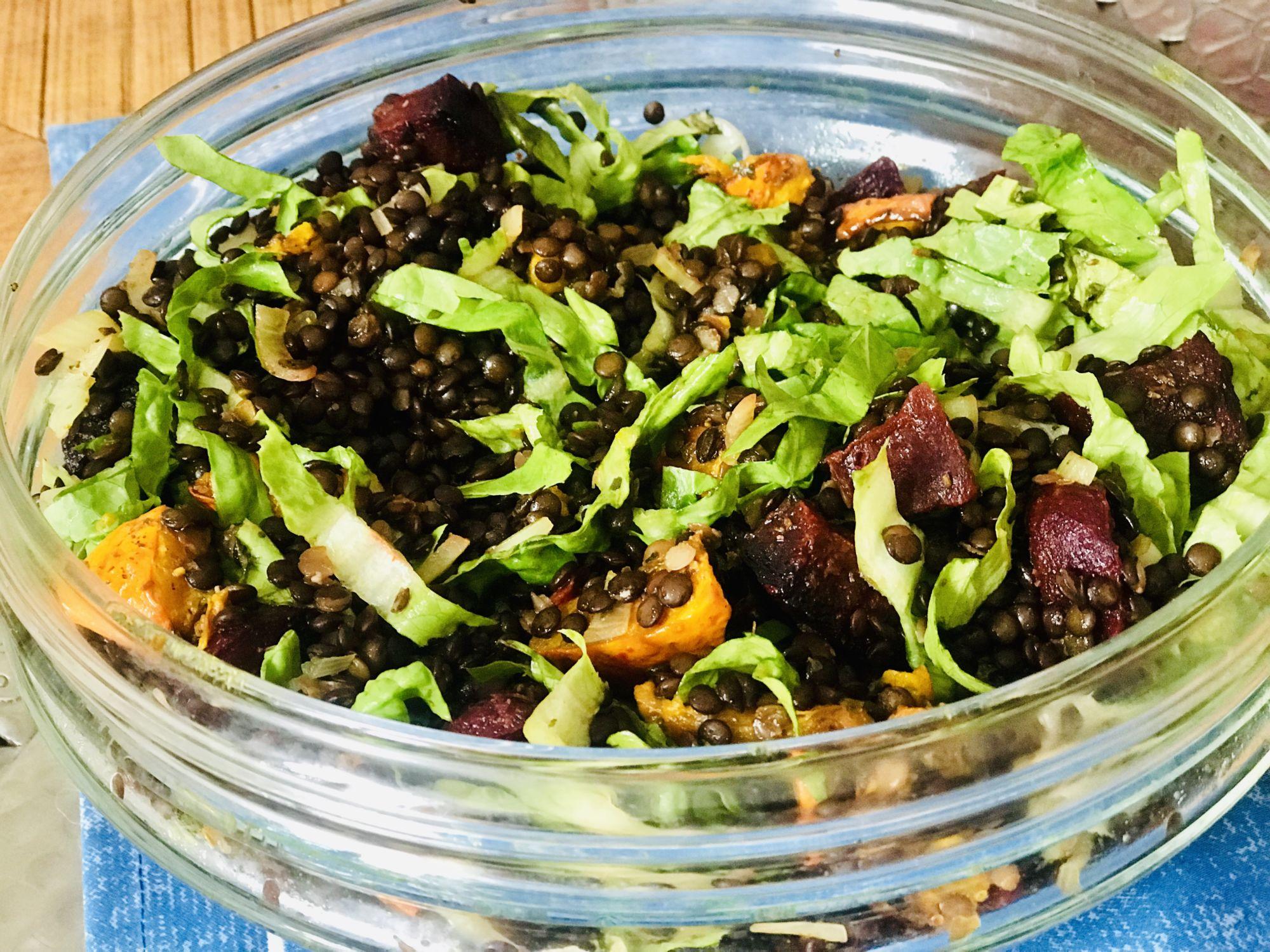 Teplý čočkový salát spečenou zeleninou - jak zhubnout vmenopauze